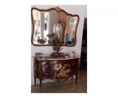 Se vende una cómoda de estilo Luis XV,