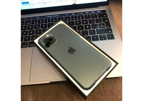 Apple iPhone 11 Pro Max 256GB Unlocked == $900