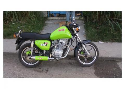 Moto moderna barata. 125cc