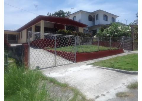 Casa-apartamento muy amplia en el Reparto Chibas, se valoran propuestas